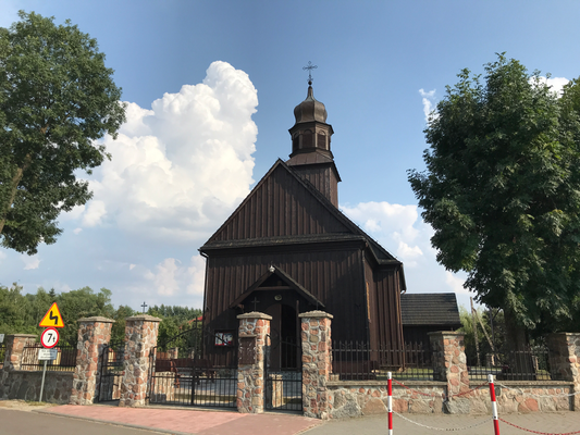 Traditionelle Holzkirche in Radzielów