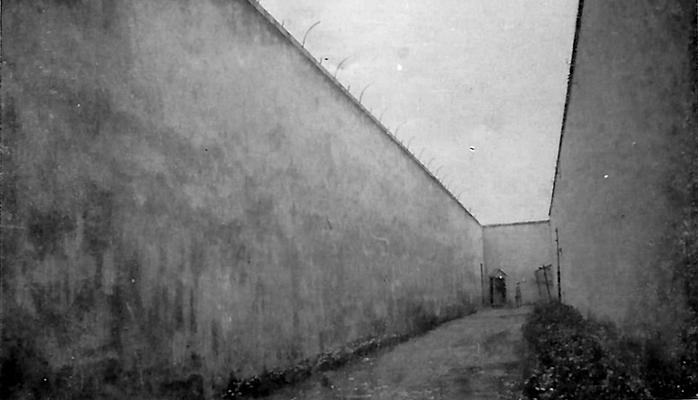 Double mur d'enceinte du Fort Montluc et le chemin de ronde © archives André Maclet