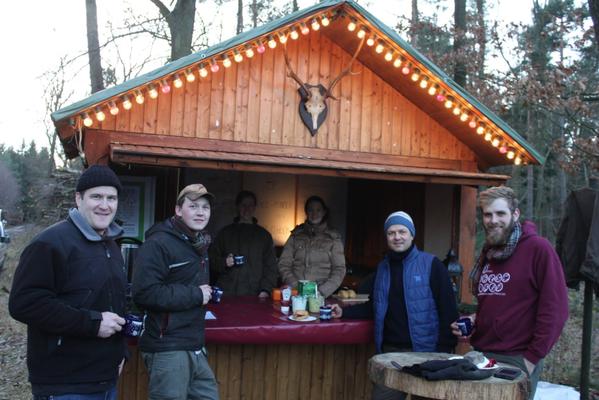 Unsere Wald-Hütte wartet mit Wild-Produkten und Waldbeer-Glühwein. Harzer Tanne