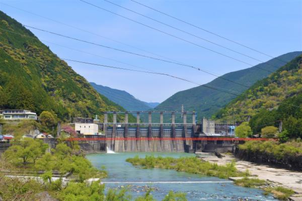 秋葉ダム遠景(5月)