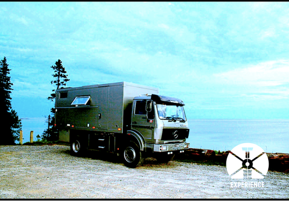 Jahrelang zuverlässig und aus besten Zutaten für ein Expeditionsfahrzeug. Mercedes 1017 4x4 an der Pazifikküste in den USA. Boondocking