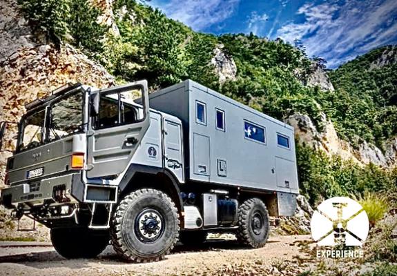 In den Bergen Albaniens unterwegs im Reise-LKW / Weltreisemobil. Hinter jeder Kurve wartet ein Erlebnis. Die perfekte Erlebnisreise Roadtrip.