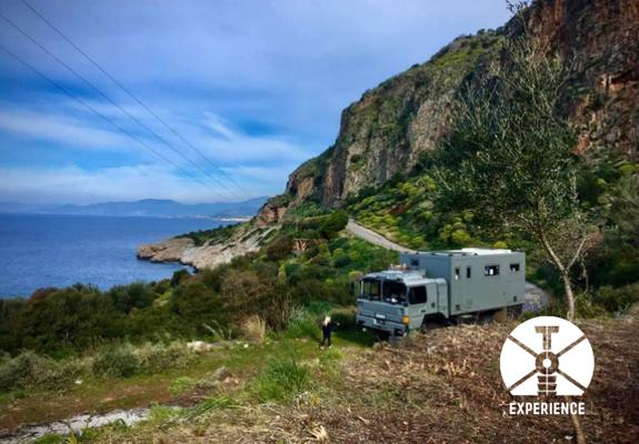 Freiheit, Unabhängigkeit und Sicherheit. An jedem Ort der Welt. Expedition Vehicles offers you independance and freedom - lol
