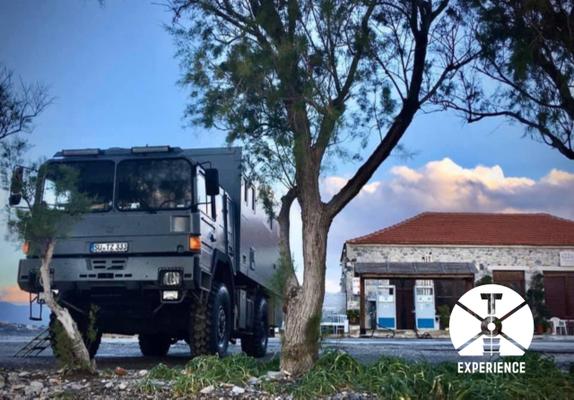 Die Stadt der tausen Fenster - Expeditionsmobil in Berat während der Europa-Reise im LKW-Wohnmobil mit der ganzen Familie