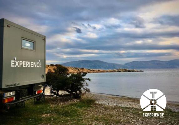 Freistehen ganz allein in einer Bucht direkt am Strand mit dem Expedition Vehicle. So macht es großen Spaß und rechtfertigt jeden Preis.