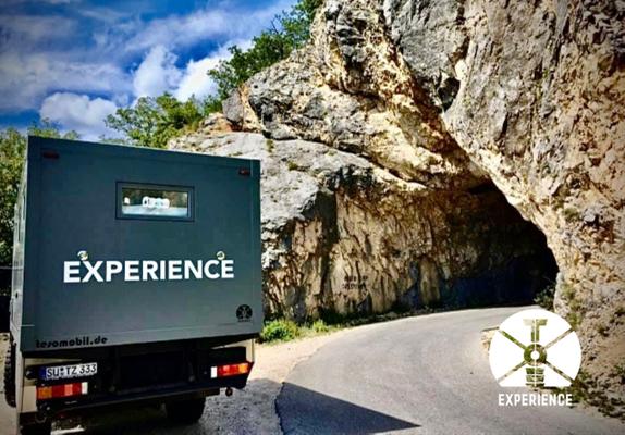 Hinein in den Tunnel ? Ja klar. Kein Loch zu klein für schöne Expeditionsmobile /Weltreisefahrzeuge. Auf geht's!