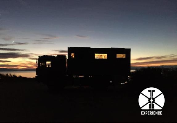 Nirgens schläft es sich besser als im Weltreisemobil/Expeditionsfahrzeug. So zumindest unser aller Erfahrung. Freiheit und Geborgenheit.