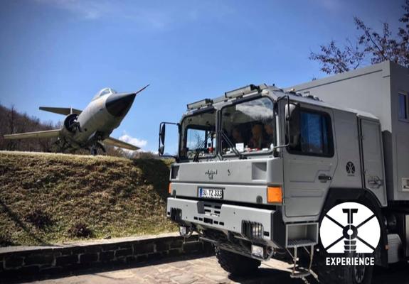 Kampfjet & Expeditions-LKW ex Bundeswehr. Der Flieger ist übrigens auch Spitzen-Qualität aus Deutschland.
