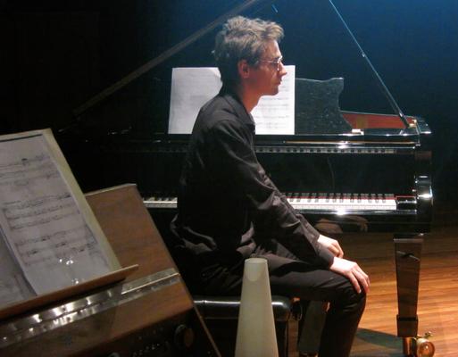 Ronan Apcar (piano)