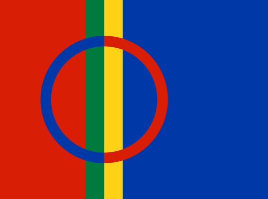 Die samische Flagge mit den Farben der traditionellen Tracht