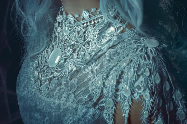 Weihnachtsengel, Foto/Edit: C.N. Foto Model/Styling: LillyFee Cosplay Schmuck: Bloody Brilliants Collier und Flügel in weiß