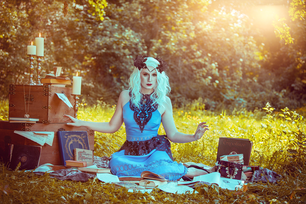 Vintage Bücherfee im Park, Foto/Edit: C.N. Foto Model/Styling: Shira Cosplay Schmuck: Bloody Brilliants Collier Antik, Kopfschmuck: CatgirlMokoModoki