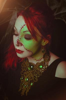 Foto/Edit: C.N. Foto Model/Styling: Jey_von_O Frankensteins Braut Schmuck: Bloody Brilliants, Steampunk Collier rund Tropfen grün