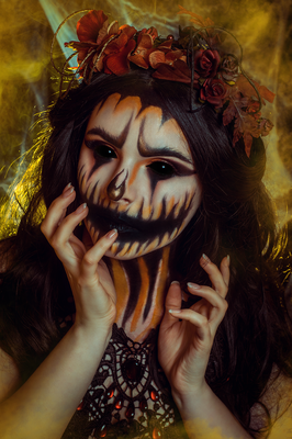 Foto/Edit: C.N. Foto Model/Styling: Vanadis Schmuck: Bloody Brilliants, Tropfencollier, Pumpkinqueen