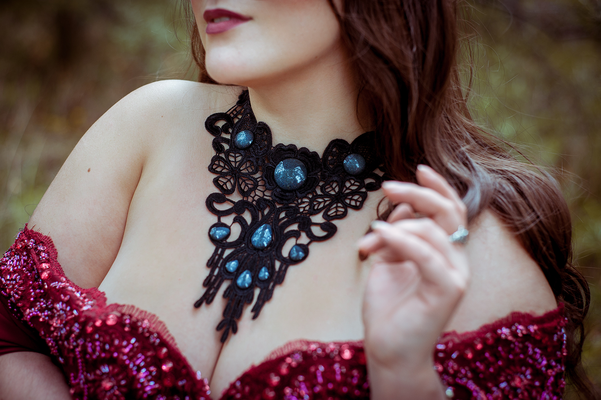 Foto/Edit: C.N. Foto Model: Luscinia Lullaby Assistenz: Christin Dolejs Photography Schmuck: Bloody Brilliants, Gothic Collier Tropfen rund in schwarz