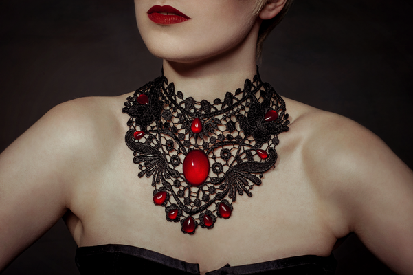 Foto/Edit: C.N. Foto Model/Styling: lexxy.b_art (Instagram) Schmuck: Bloody Brilliants, Gothic Collier Flügel