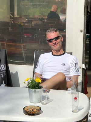 Michael genießt die Sonne und die Kaltschale