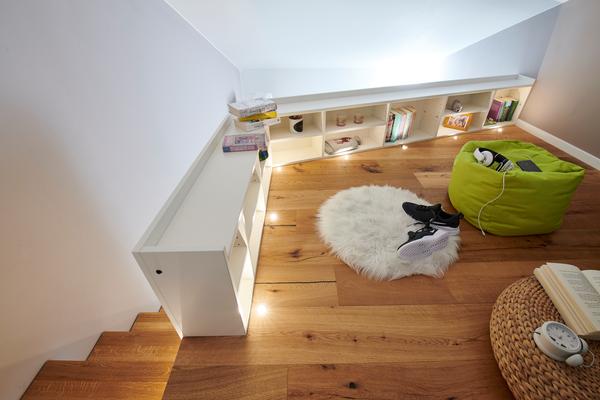 Zweite Ebene - mit im Boden eingelassener Beleuchtung