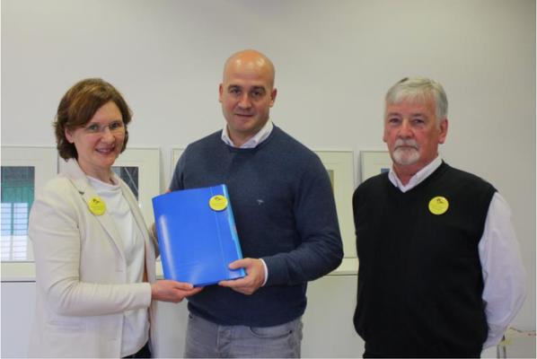 Gemeinsame Übergabe der gesammelten Petitionsunterschriften mit dem BUND Dossenheim  (BUND Dossenheim)
