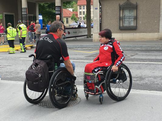 Lagebesprechung von Präsidentin und Sportchef (Foto: Flurin Bergamin)