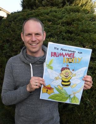 """Bereits bei der Eröffnung 2015 war der Autor Heiko Baumann mit """"Hummel Holly"""" zu Gast im Generationenhaus. Demnächst wird er dort im Rahmen der Geschichtenzeit sein neues Buch vorstellen (Foto: Heiko Baumann)."""