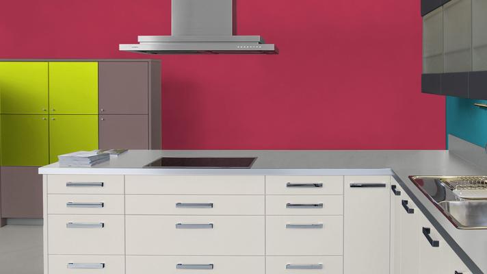 RAL 3027 - Rouge framboise et meubles de cuisine blancs