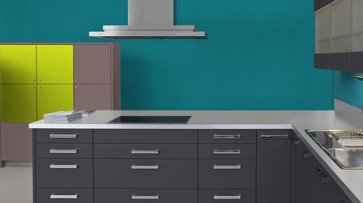 RAL 5021 - Bleu d'eau et meubles cuisine noirs