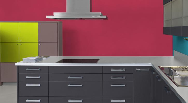 RAL 3027 - Rouge framboise et meubles de cuisine noirs