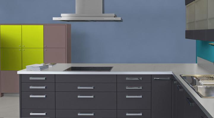 RAL 5014 - Bleu pigeon et meubles cuisine noirs