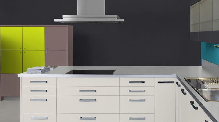 RAL 9005 - Noir et meubles cuisine blancs