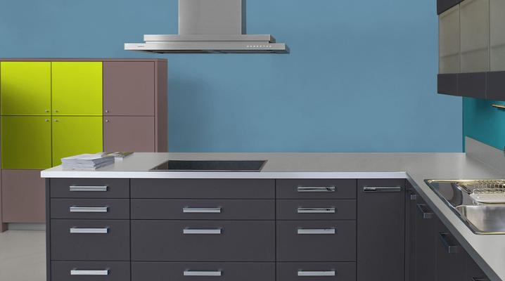 RAL 5024 - Bleu pastel et meubles cuisine noirs