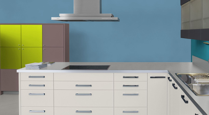 RAL 5024 - Bleu pastel et meubles cuisine blancs
