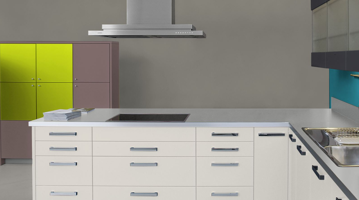 RAL 7048 - Gris souris nacré et meubles cuisine blancs