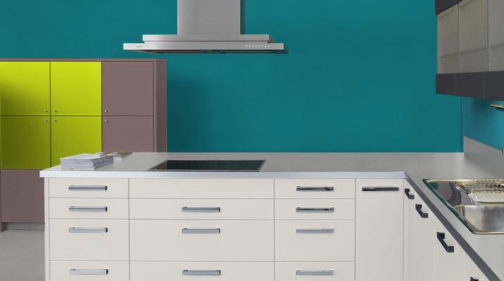 RAL 5021 - Bleu d'eau et meubles cuisine blancs