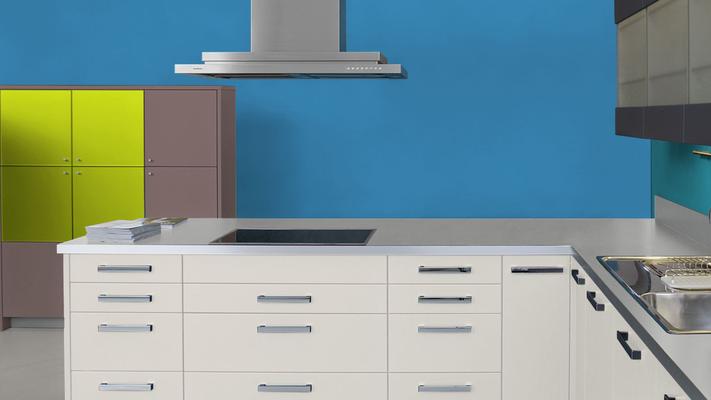 RAL 5012 - Bleu clair et meubles cuisine blancs