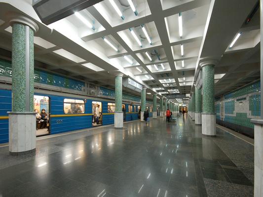 "Metro "" Botanichnyi Sad"" vue d'interieur"