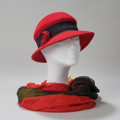 Helsinki, Hut - Glocke oder seitlich aufgeschlagenene Form