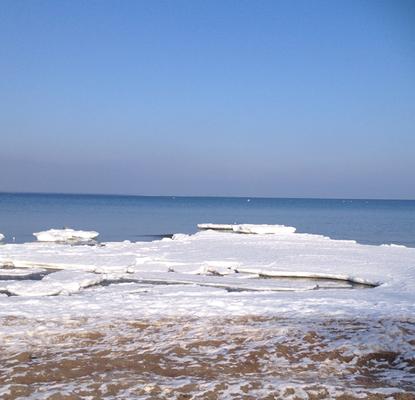 Kaum zu erkennen, aber ganz dahinten am Horizont scheint noch viel mehr Eis zu sein.