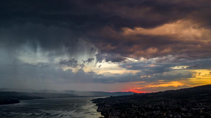 Zürichsee da kommt etwas
