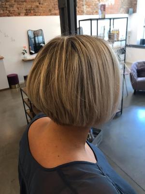 Neue Frisur (Bob) mit Caligraph Cut