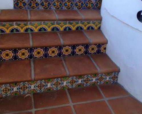 Loseta de barro con azulejo en peraltes