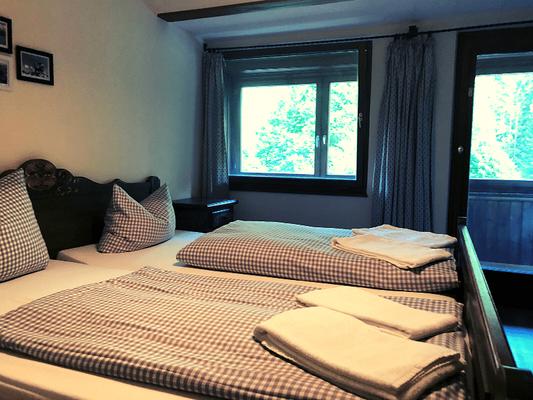 Doppelzimmer Beispiel im Berggasthof Almagmach Immenstadt - Auszeit in Bergstille Wege zum Sein