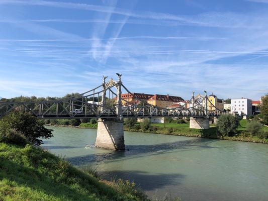 """Salzachbrücke Oberndorf, wo 1818 """"Stille Nacht heilige Nacht"""" uraufgeführt wurde"""
