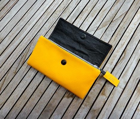 Gelbes Portemonnaie Nr 530 mit Fächertaschen und Totenkopfverschluß