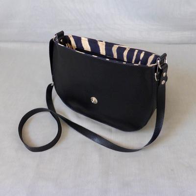 Black Snake Zebra Satteltasche geöffnet