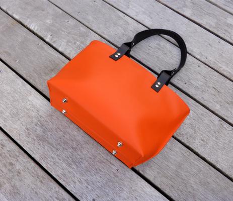 Shoppertasche orange/violet Unterseite mit Füßchen / tote bag orange / violet underneath