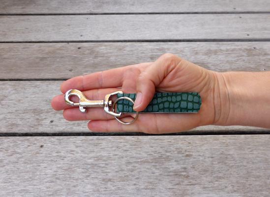 Schlüsselanhänger für Taschenkollektion Python moosgrün
