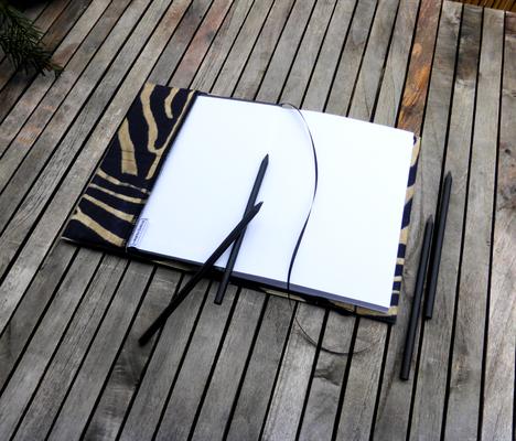 A5 Notizbuch mit handgefertigter Hülle aus Mikrofaserstoff mit Zebraprint - samtweich, jedoch strapazierfähig aufgrund Tevlonbeschichtung