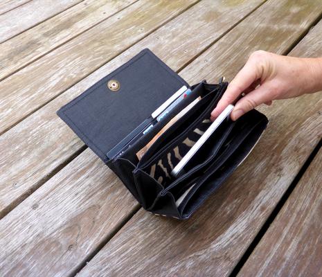 Portemonnaie der Taschenkollektion Zebra befüllt - nicht im Lieferumfang inbegriffen