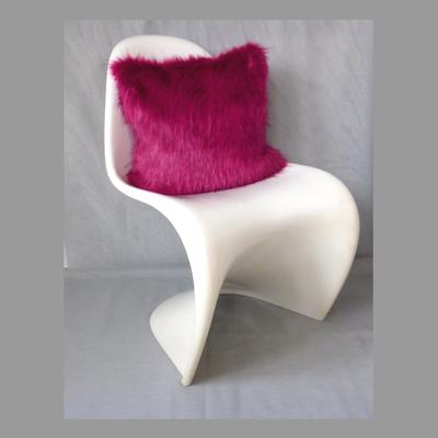 Pinkes Pelzkissen 40x40 (FauxFur) (Stuhl dient der Deko)